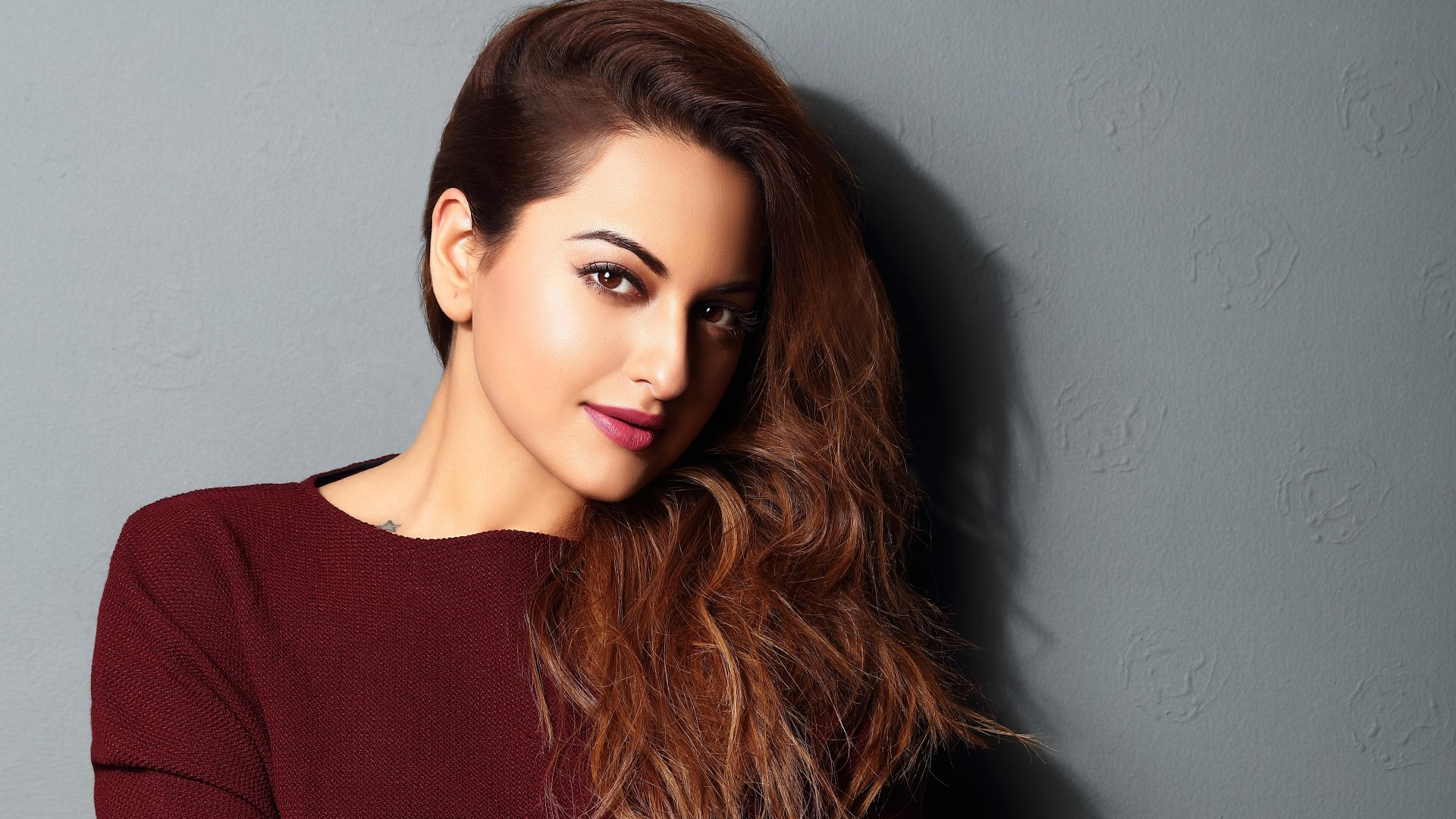Sonakshi Sinha Photos HD Wallpapers For Your Desktop