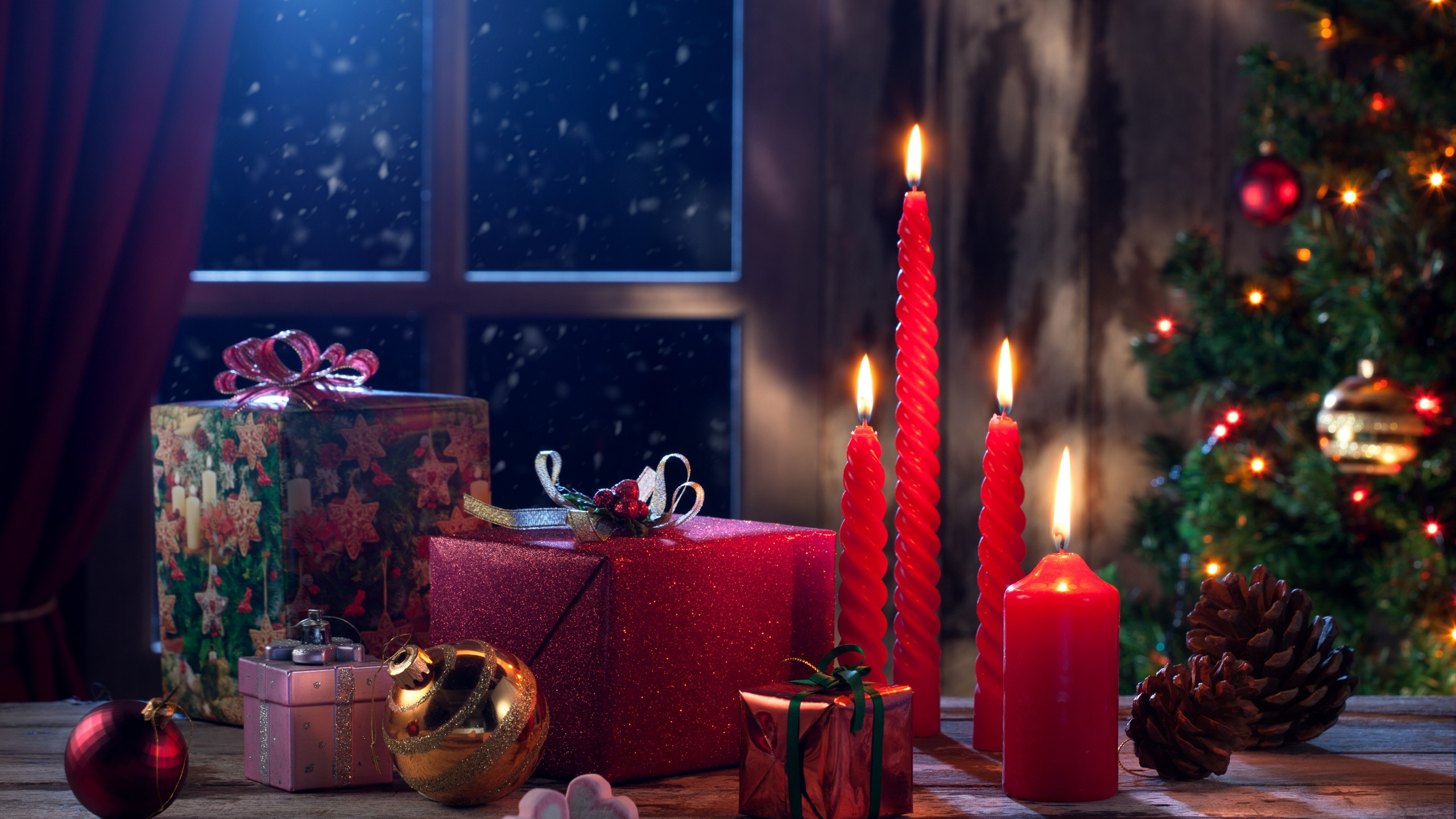 Christmas eve presents gifts Wallpaper 2560x1440